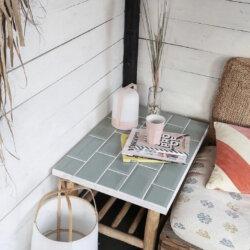 tafeltje met tegels