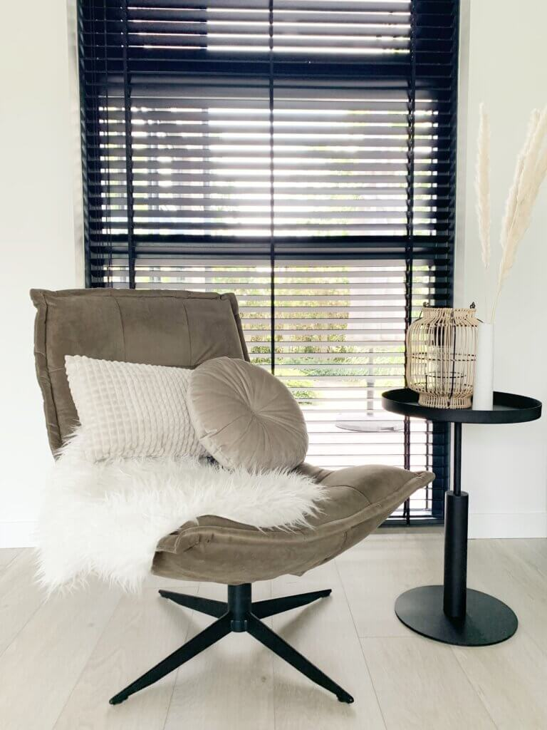 woonkamer thuisstijl scandinavisch minimalistisch basic monochroom fauteuil