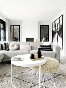 woonkamer thuisstijl scandinavisch minimalistisch basic monochroom zithoek
